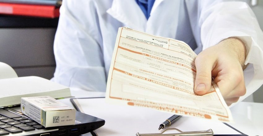 How do I sign up for the French healthcare system as an expat?